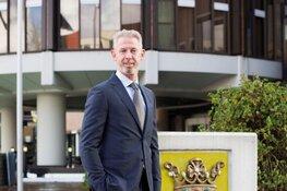 Burgemeester Onno Hoes ziet af van sollicitatie