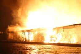 Loods in Halfweg met de grond gelijk gemaakt door grote uitslaande brand