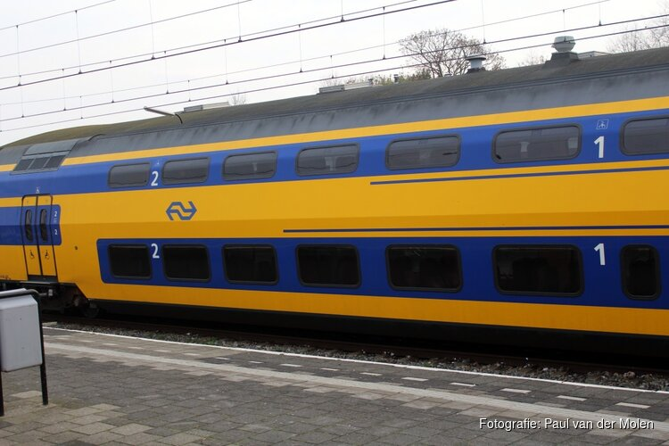 1.400 reizigers tot twee uur vast in gestrande treinen bij Nieuw-Vennep