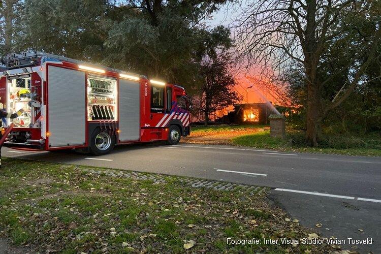 Brand in leegstaande boerderij Nieuw-Vennep