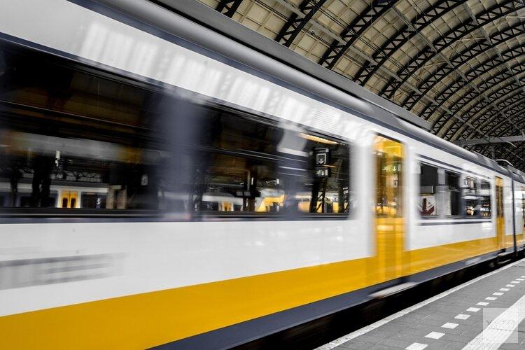 Reizigers missen vliegtuig op wel heel bijzondere manier: trein stopt deels in Schipholtunnel