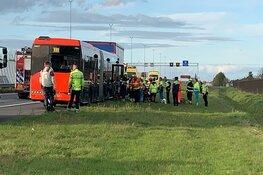 A5 naar Haarlem afgesloten na aanrijding bus en vrachtwagen