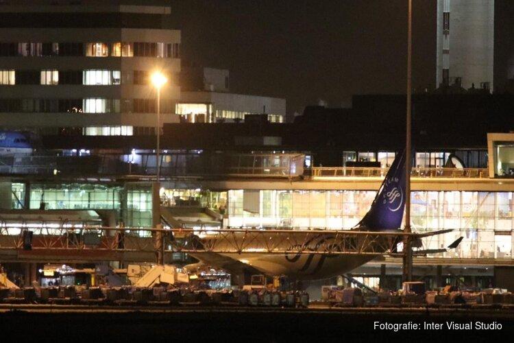 Passagiers en crew veilig van boord van mogelijk gekaapt toestel Schiphol