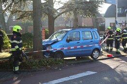 Automobilist botst tegen boom in Heemstede