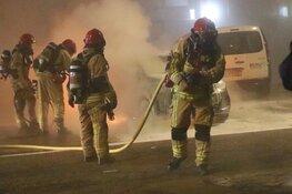 Mogelijk vuurwerk in brandende auto Uithoorn