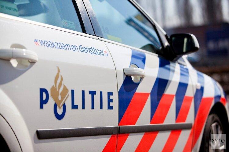 Politieauto moet uitwijken en belandt in berm in Hoofddorp
