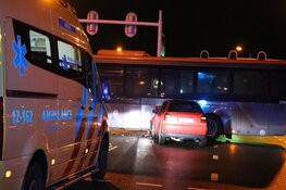 Auto tegen bus gereden in Aalsmeer