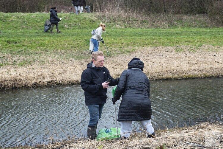 Buurt Cleanup Nieuw-Vennep wandelt met een missie