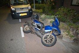Scooterrijder crasht in tuin en gaat er vandoor in Vijfhuizen