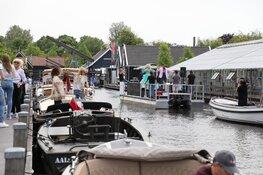Gerard Joling en Karin Bloemen verrassen ouderen met speciaal optreden vanaf boot