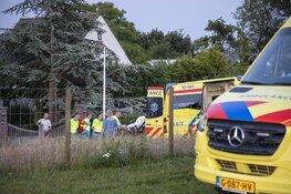 Traumahelikopter landt op de Vijfhuizerdijk in Vijfhuizen