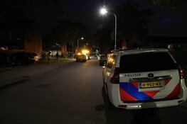 Vrouw gewond na steekincident in woning; één verdachte aangehouden