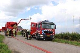 Grote brand bij agrarisch bedrijf in De Kwakel
