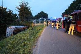 Bestelbus in sloot Middenweg Aalsmeer