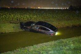 Auto te water bij oprit A9 bij Lijnden