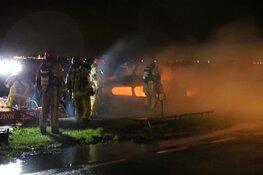 Boot in brand op Westeinderplassen